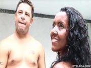 Brasileira Joyce Oliveira fazendo sexo com dois safados