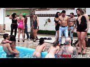 Suruba na piscina com prostitutas gostosa demais