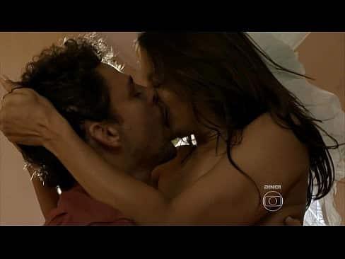 Atriz brasileira em cena quente de sexo em novela