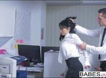 Brasileiras porno grátis com essa jovem tesuda fodendo muito no escritório