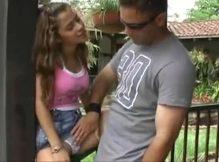 Garota safadinha dando a buceta e o cú pro macho pauzudo