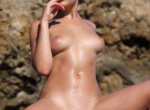 Foto de mulheres nuas magrinha de buceta lisinha