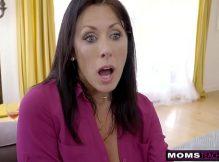 Video porno coroas morena deliciosa fodendo encima do sofá